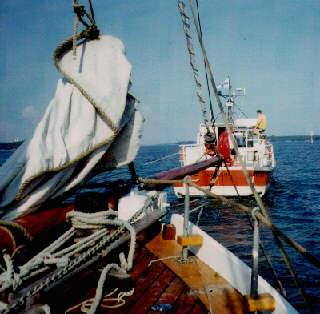 Der finnische Seenotrettungsdienst nimmt uns in Schlepp zurück nach Turku